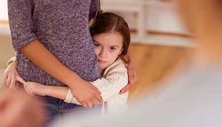 در هنگام دخالت دیگران در تربیت فرزند چه باید کرد؟